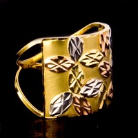 Ring Worked with Leves of Three Colors, Yellow Gold, White Gold and Red Gold