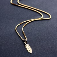 Set in Yellow Gold of Necklace with Pendant Leaf